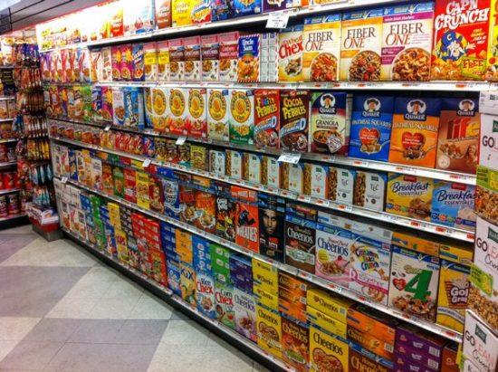 スーパーマーケットのシリアル売場